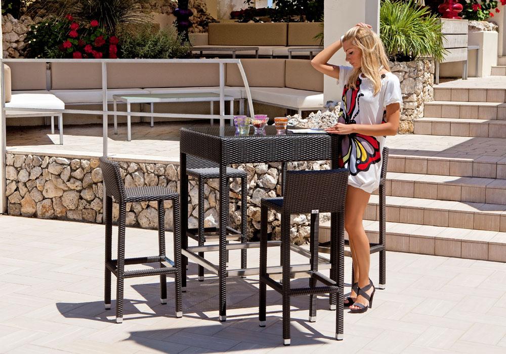 Outdoor : Set Tavolo Alto più 4 sgabelli da esterno Intreccio